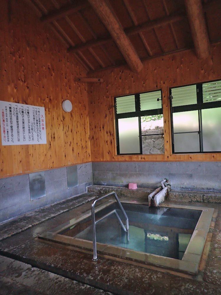 真新しい浴室の一部は江戸時代から残る文化財!