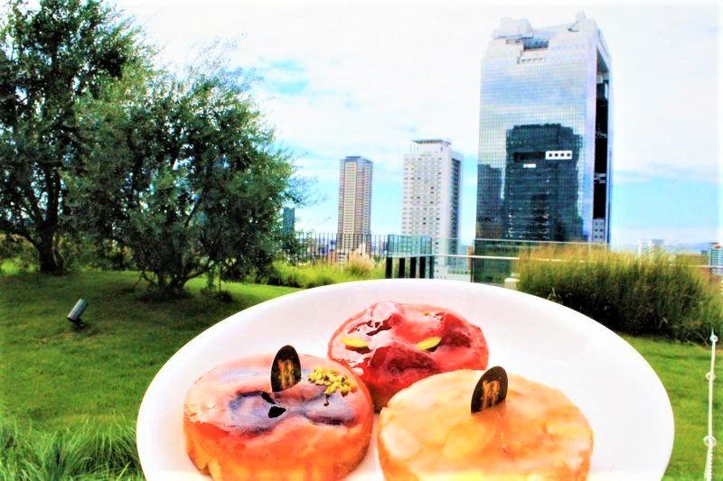人気観光スポット「梅田スカイビルの空中庭園」「HEP FIVEの赤い大観覧車」「グランフロント大阪」