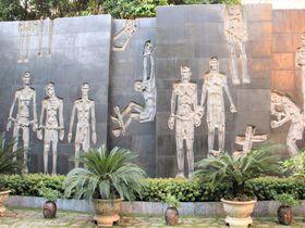 心霊スポットより怖い!ベトナムの戦争博物館ホアロー収容所