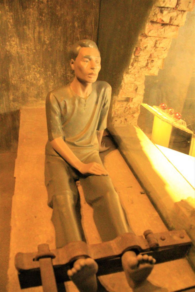 拷問、非人道的行為!戦争の真実を細かく再現する「ホアロー収容所」