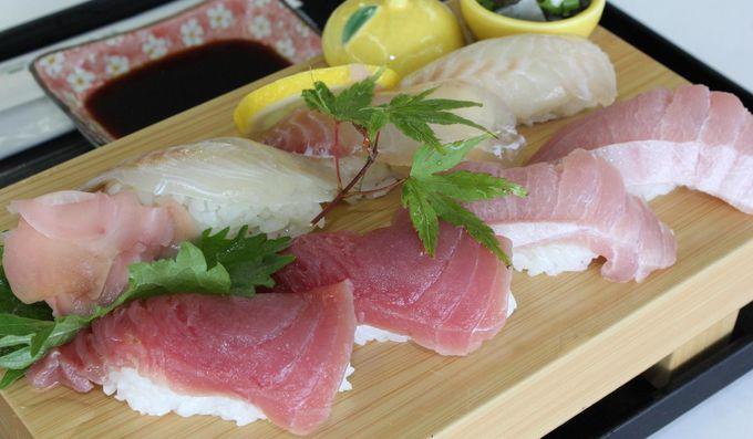 絶妙な味のバランスが楽しめる『キハダマグロと鯛の握り』