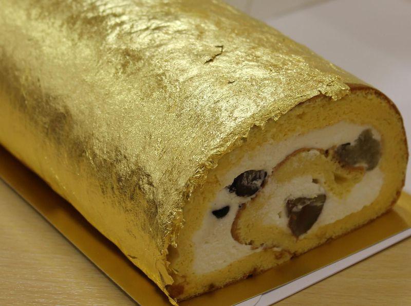 金色に輝くロールケーキに、イノシシのピザ!? 関空の対岸・泉佐野市の名産品ベスト5
