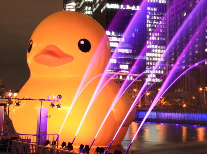 ラバー・ダックも大喜び☆光と音楽がシンクロした幻想的な噴水のファンタジー【福島港(ほたるまち港)】
