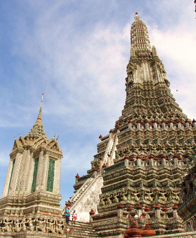 世界の中心にそびえる聖塔!神々の言葉を織り込んだ美しさ