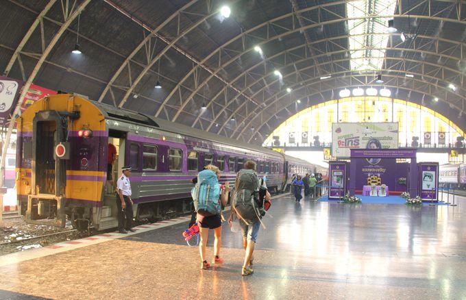 旅の始まりはフォアランポーン駅。発車のベルが鳴る!いざ、チェンマイへ