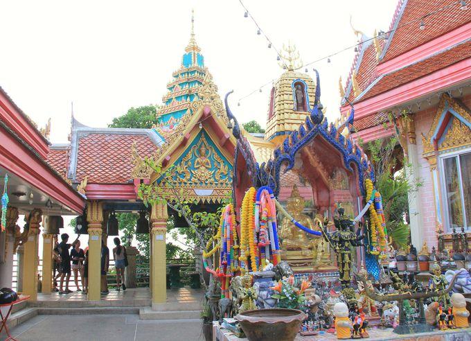 静かな港町をぐるりと眺望!タイの英雄が建てたロイ島寺院