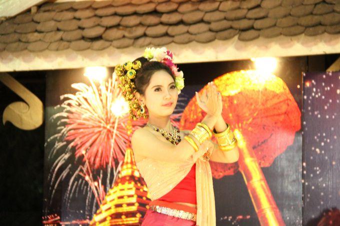 艶やかな衣装、豪華な髪飾り。愛らしいタイ人女性の踊りは究極の安らぎ