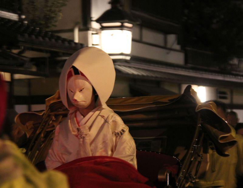 幸運を呼びこむ「もののけ姫」京都でキツネの花嫁に会おう!