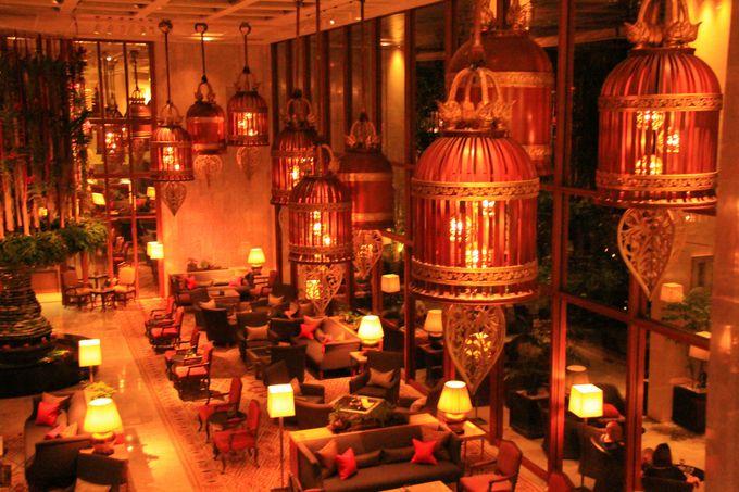 夜になればシックで優雅!アジアを代表する最高級ホテル