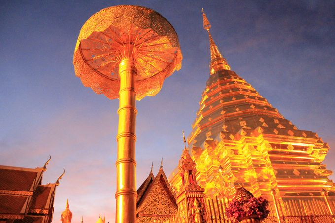 """あまりにも美しく、荘厳!黄昏に浮かぶ""""黄金の天空寺院"""""""