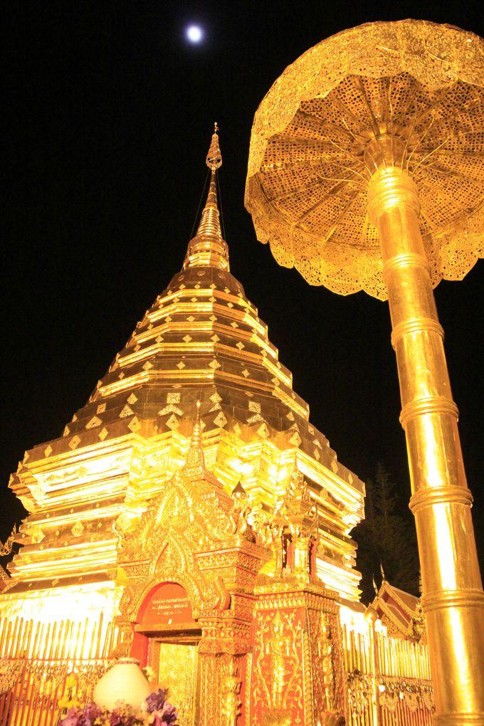 時が止まったような美しさ!月夜に浮かぶ天空寺院