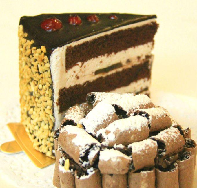 甘〜い、チョコレートケーキはいかが?ピアノの生演奏も聴けるコーヒーラウンジ