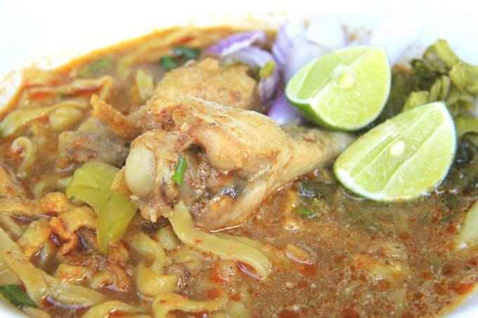 タイで一番おいしいカオ・ソーイ!独自の香辛料がたまらない
