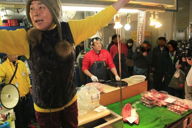 まさに芸人級!木津市場で大阪人のパフォーマンスを楽しもう