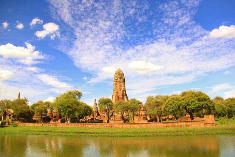 広い青空、仏教遺跡の儚き美!廃墟の古都・世界遺産アユタヤの巡り方