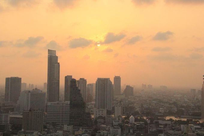 低い階層ながらも眺望は抜群!美しいバンコクの夕暮れ