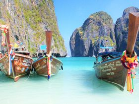 憧れの楽園!タイの秘境ピピレイ島、ボートで巡る観光ツアー