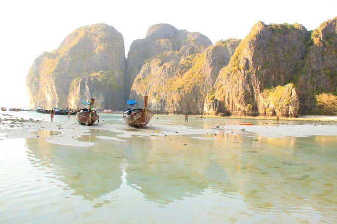 あまりにも神秘的!暮れかかる「ピピ・レイ島」のマヤベイ