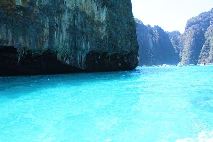 エメラルド色の海が美しいラグーン