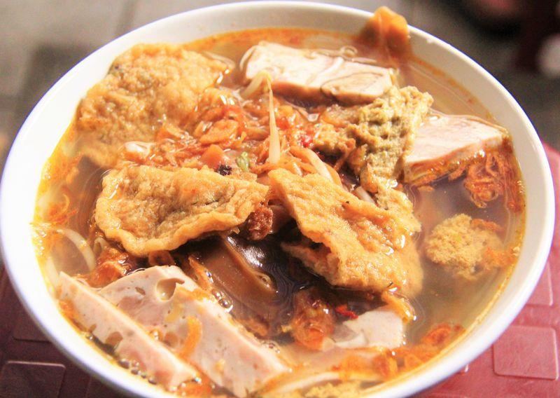 フォーだけじゃない!ベトナム名物・絶品の蟹味噌ラーメン「バインダークア」