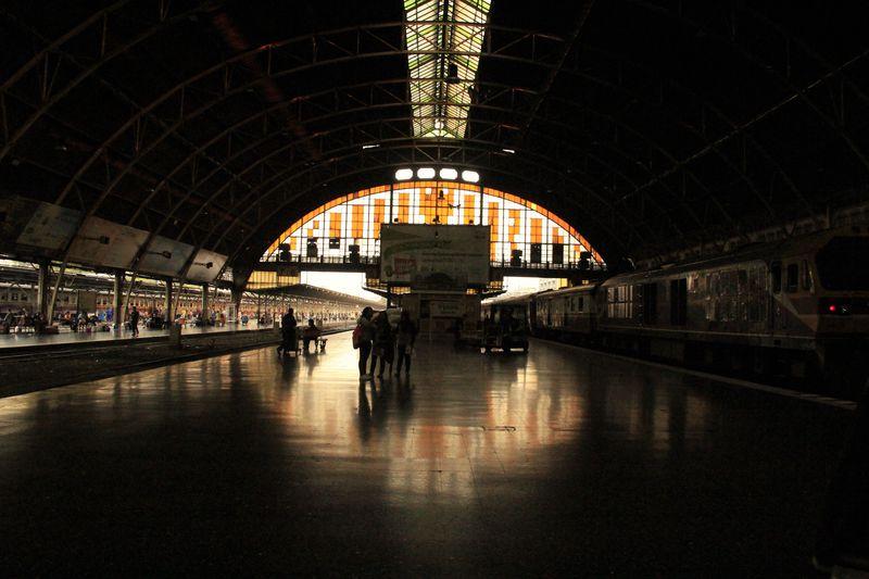 鉄道ファンが泣いて喜ぶ!旅人の哀愁誘うバンコク「フアランポーン駅」