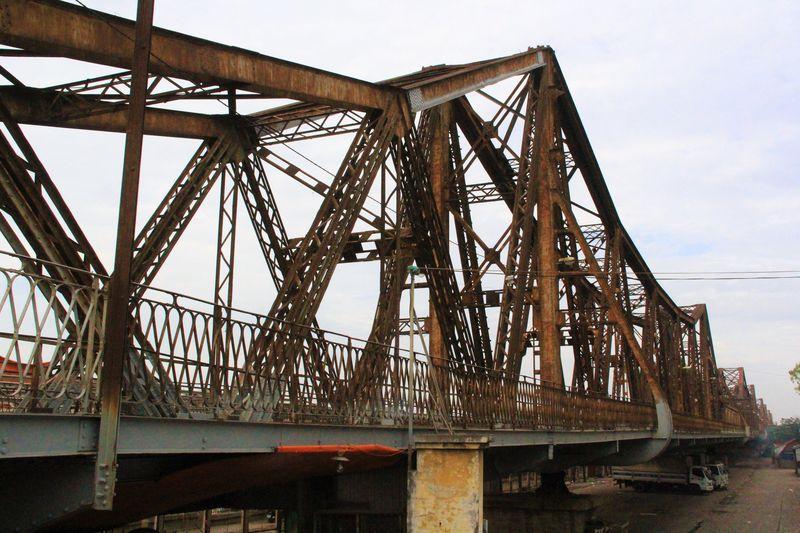倒れたエッフェル塔?ハノイ「ロンビエン橋」の鉄骨は芸術級