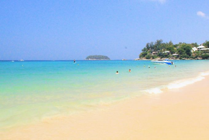 素朴なビーチが楽しめる!「カタ・ノーイ・ビーチ」
