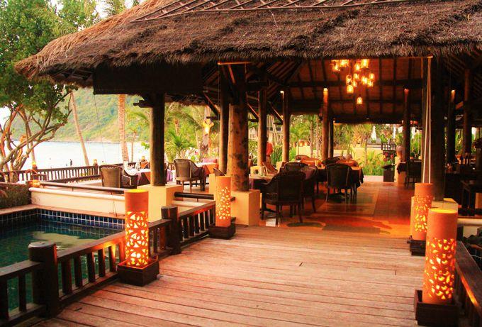 静かでロマンチック!海辺のオーレストラン