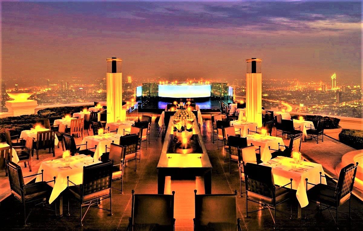 上品な雰囲気が漂うレストラン『シロッコ』と、スタンディングバーの『スカイバー』