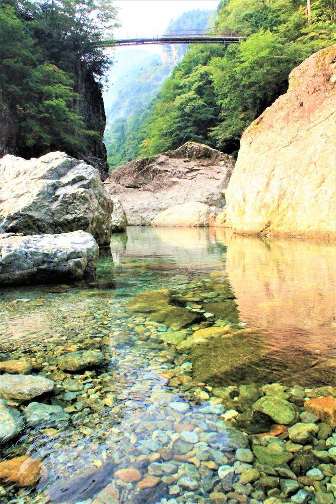 「みたらい渓谷」で川遊び&ハイキング、バーベキュー!絶景スポットの「みたらいの滝」は必見