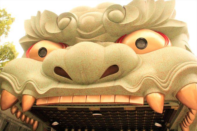 謎の怪物!大阪「難波八阪神社」で、運勢も金運、恋愛運、仕事も恋鯉(こいこい)