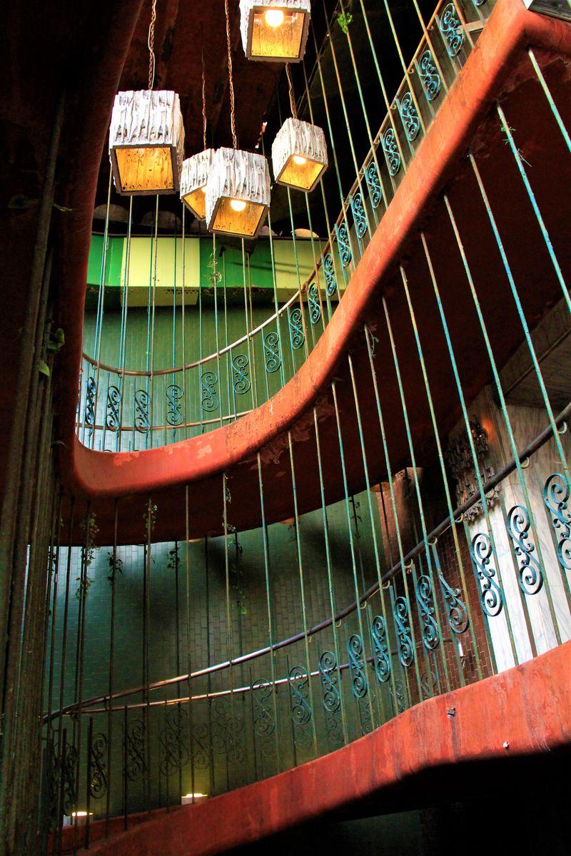映画「味園ユニバース」の舞台に!大阪のアンダーグラウンドな世界「味園ビル」