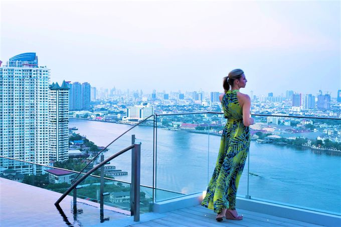「アヴァニリ・リバーサイド・バンコク・ホテル」へのアクセスは、優雅な船旅がおすすめ