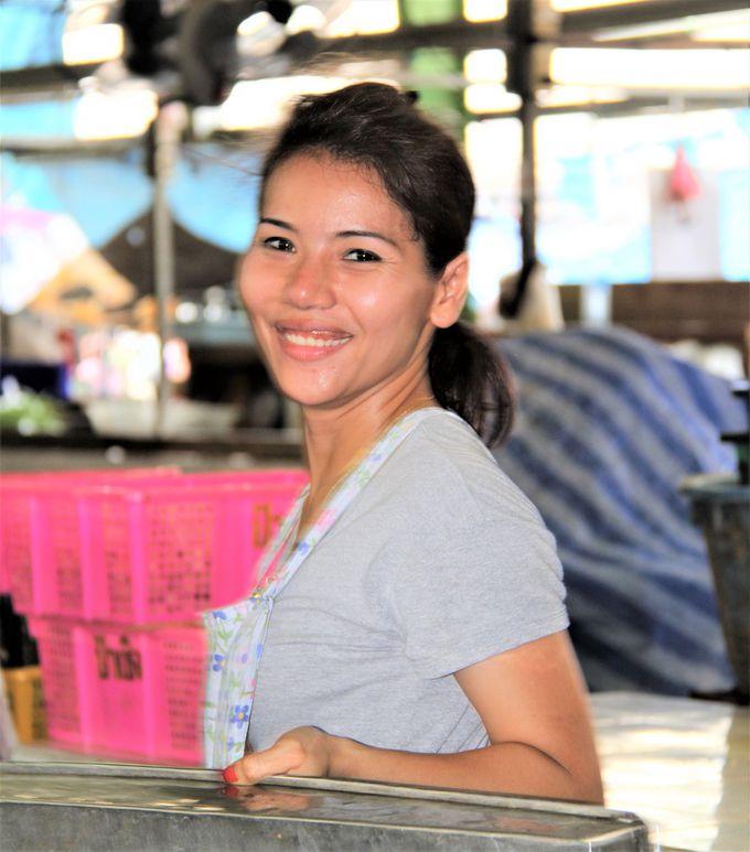 目と目があって、微笑みあい、タイの美人奥さまとプラトニック・ラブ!