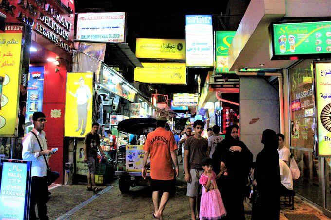 アラベスク模様のアクセサリーも!アラブ人街はまるで中東のナイトバザール