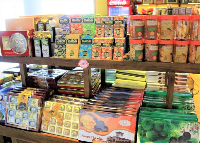 ばらまき菓子土産も見つかる!「ノイバイ国際空港」の免税店フロアでベトナム菓子土産