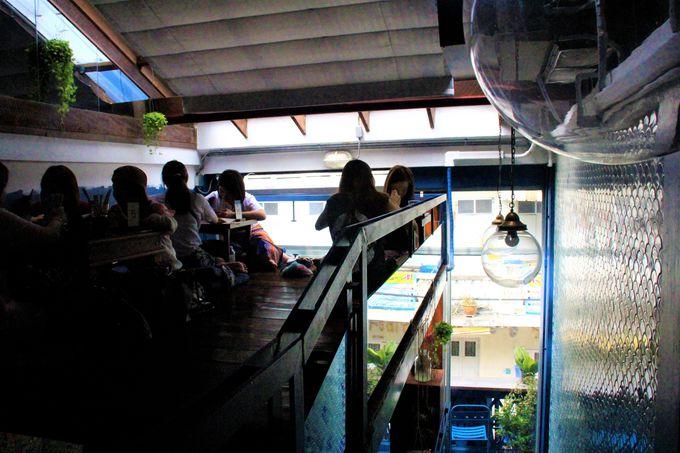 ブルーホエール・マハラート(Blue Whale Maharaj Cafe)の座り方