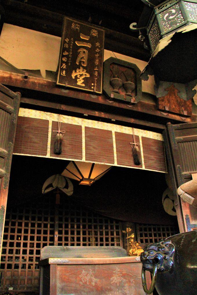 仏の世界も見える!「お水取り」「十一面観音」の風情ある寺院、奈良・東大寺「二月堂」
