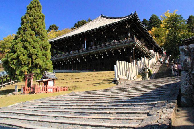 お水取りで知られる「東大寺二月堂」から奈良盆地を一望