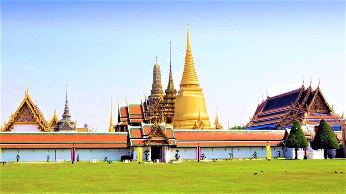 壮大な3つの仏塔はおすすめ!守り神の仏像もユニーク「王宮&ワット・プラケオ(エメラルド寺院)」