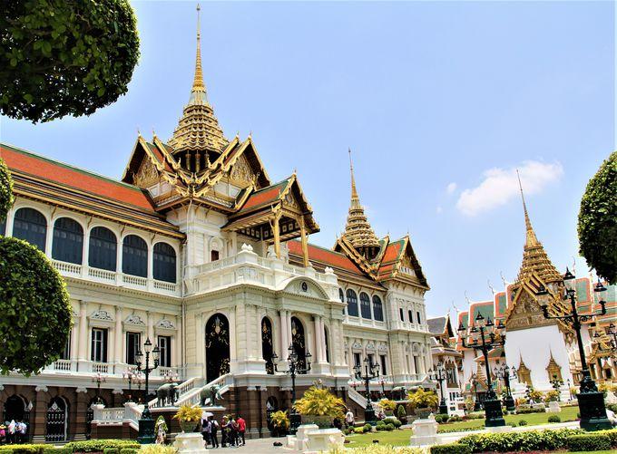 """タイの守護神""""エメラルドの仏像""""は必見!「王宮&ワット・プラケオ(エメラルド寺院)」"""