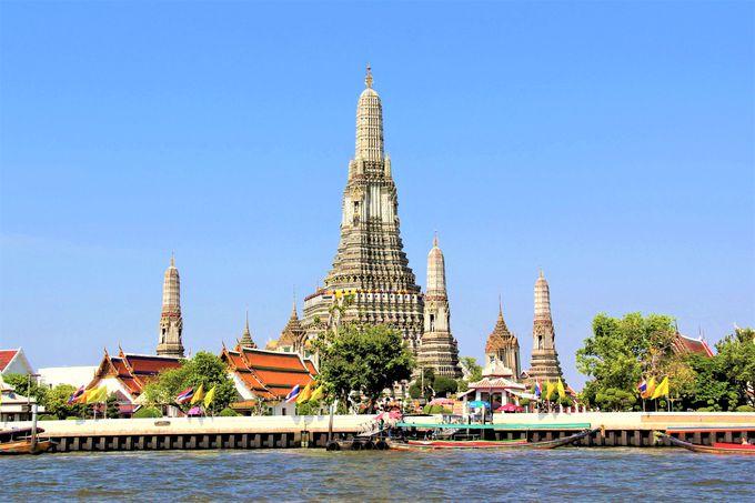 聖なる輝き!バンコク風景の象徴「ワット・アルン(暁の寺)」は夕暮れがおすすめ