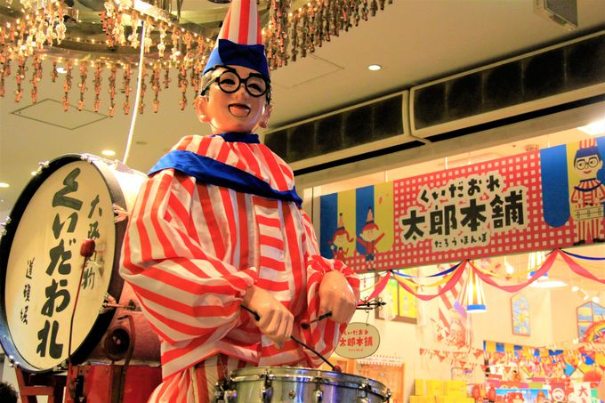大阪観光名物「くいだおれ人形」