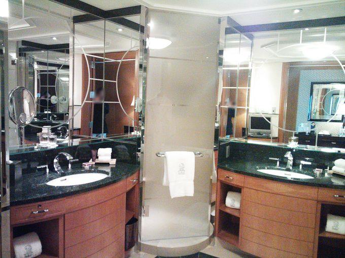 総大理石の豪華なバスルームで楽しむ香り