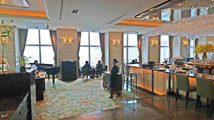 ホテルは専用エレベーターで28階へ