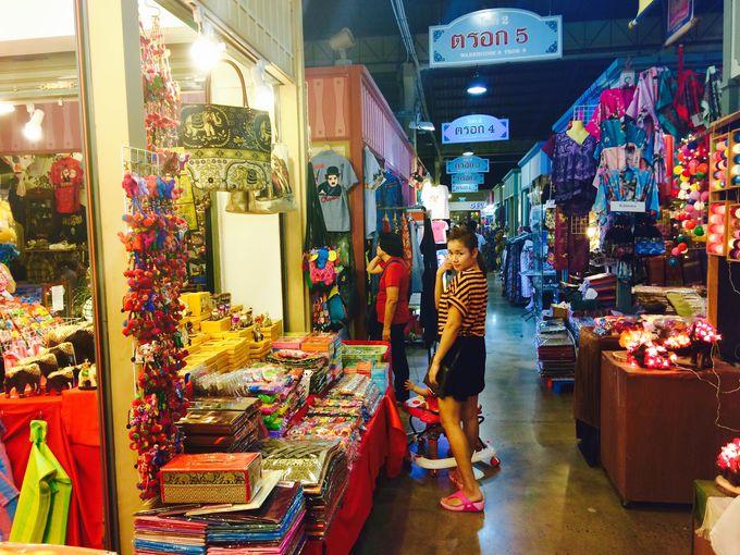 現地のタイ人に人気のお店もたくさん!