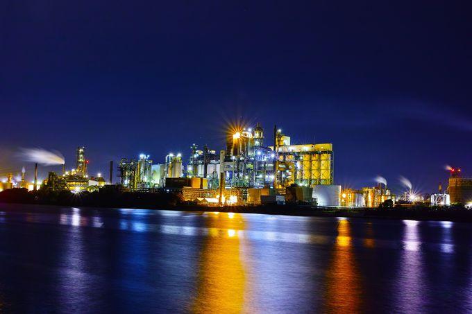 重厚な「構造美」が楽しめるスポット!西港