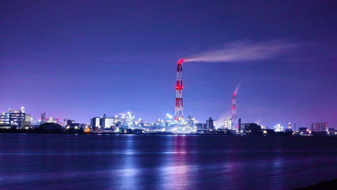 未来都市のような幻想的な輝き!黒崎