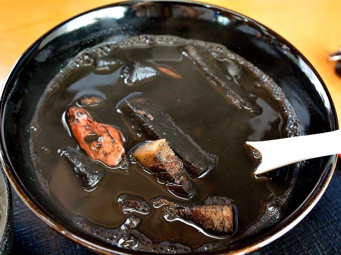 見た目ビックリのイカスミ汁!『名護漁港水産直販所にある食堂』