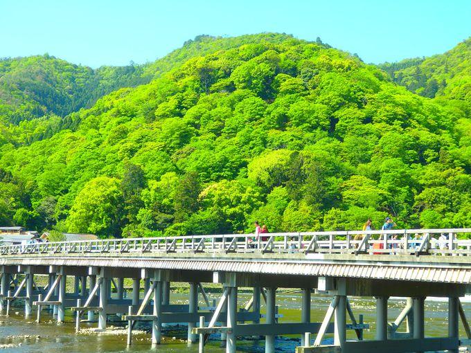 十三まいり前の渡月橋はのんびり景色を楽しんで!